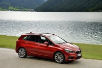 BMW Group orje ledino z BMW serije 2 Active Tourer.